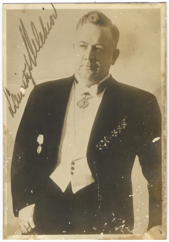 Three-quarter length photograph in formal attire, signed in full. Lauritz MELCHIOR.