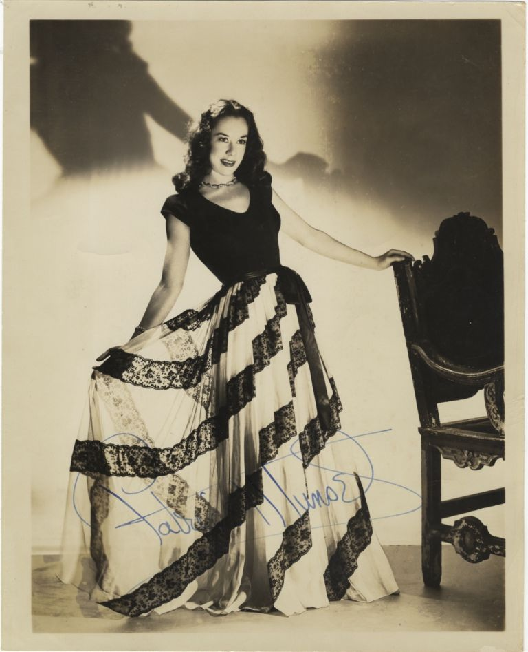 Portrait photograph with autograph signature of the noted American soprano. Patrice MUNSEL.