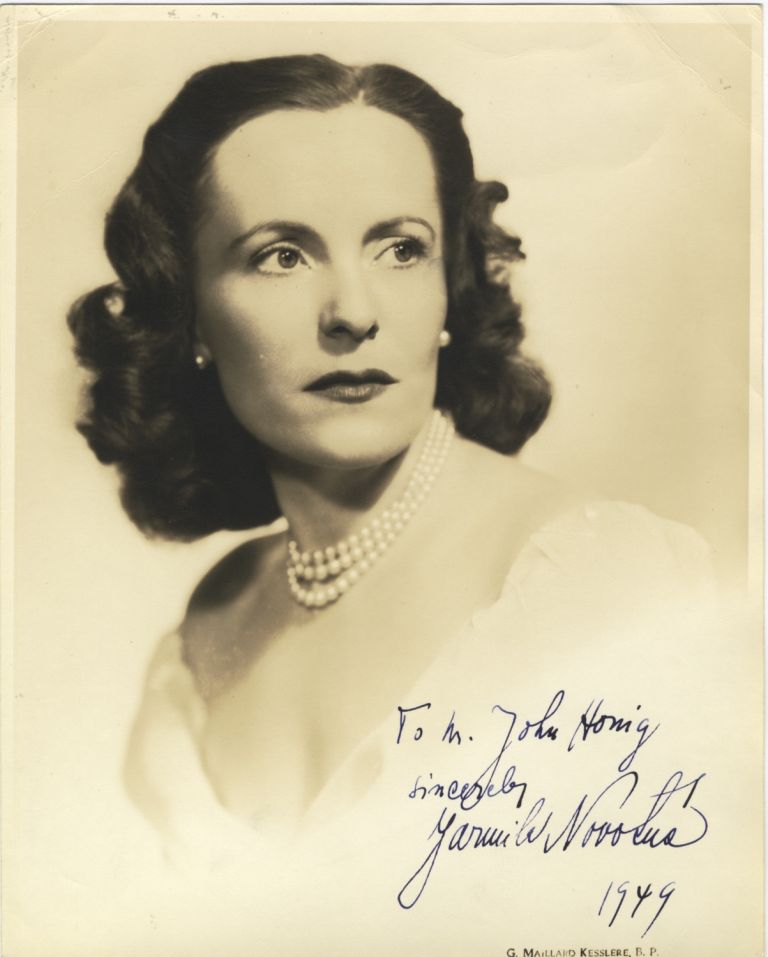 Portrait photograph with autograph signature of the noted Czech soprano dated 1949. Jarmila NOVOTNÁ.
