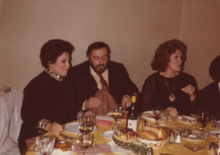 Candid photograph of Horne, Luciano Pavarotti, and Joan Sutherland enjoying a meal together at an unidentified restaurant. Marilyn b. 1934 HORNE.