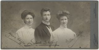 Original photographic portrait of the German violinist and stage and screen actor with Stefanie Schäffer and Stella Schäffer. Sylvester SCHÄFFER Jr.
