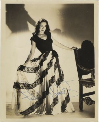Portrait photograph with autograph signature of the noted American soprano. Patrice MUNSEL