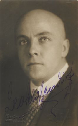 Postcard photograph with autograph signature of the German bass-baritone. Leo SCHÜTZENDORF